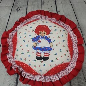 VINTAGE RAGGEDY ANN FABRIC ROUND LACE PILLOW